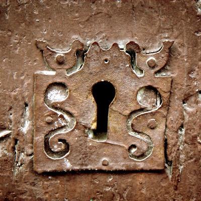 cerradura-puerta-de-madera-918948
